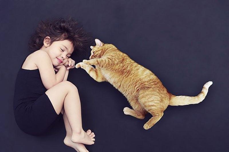 Chat avec enfant
